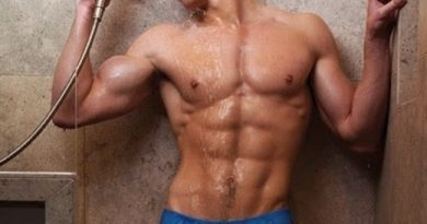 Steve Grand Takes It Off